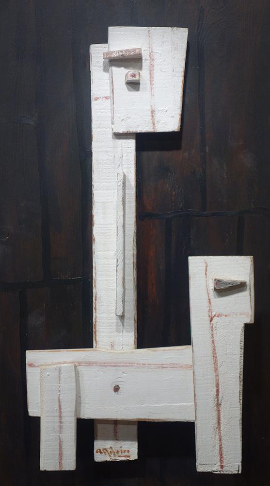 Escultura en madera de Alceu Ribeiro, artista constructivista uruguayo